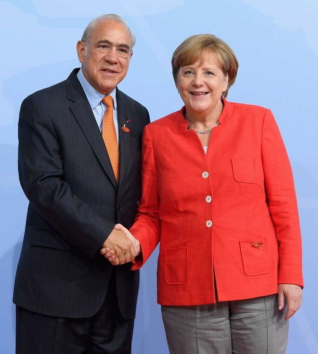 OECD Secretary-General Angel Gurría and German Chancellor Angela Merkel during the G20 Hamburg summit in July 2017. (Photo by OECD, CC BY-NC 2.0)